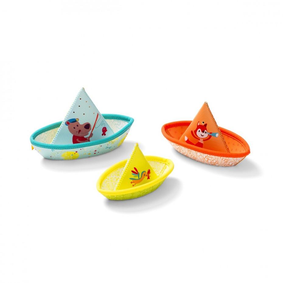 3 petits bateaux flottants